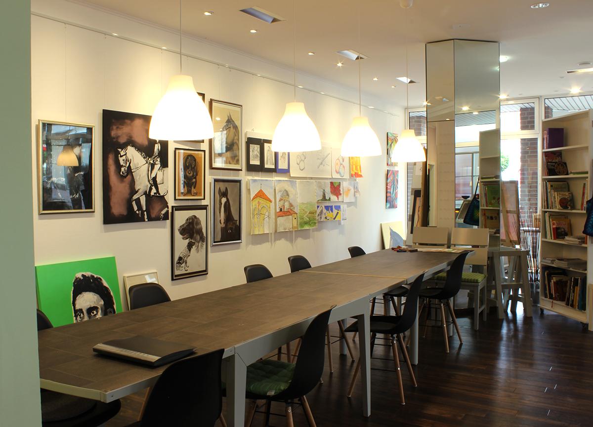 Arbeitsfläche/Galeriewand